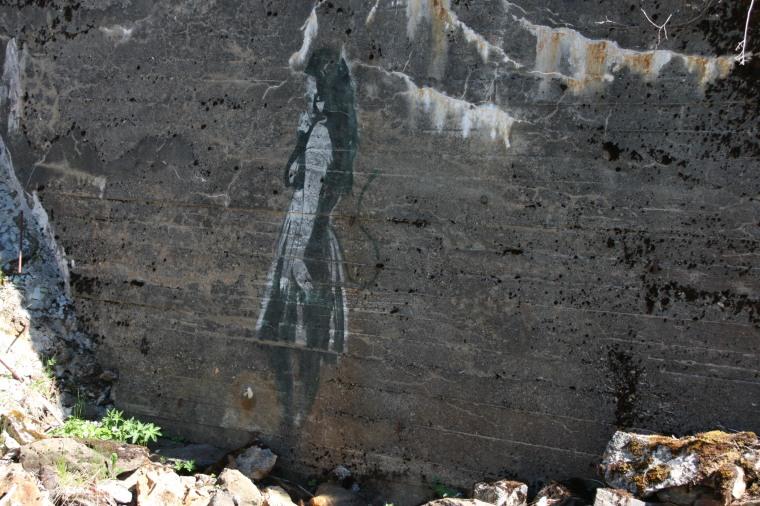 Streetart ved Vågøyvannet - jeg mistenker at det er Stein som står bak.
